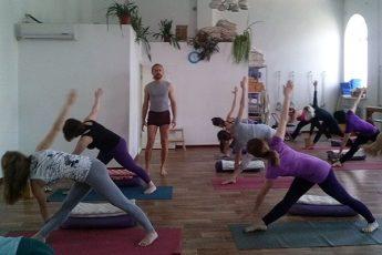 Йога класс с Яном Шацким